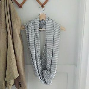 Lululemon vinyasa infinity scarf wrap